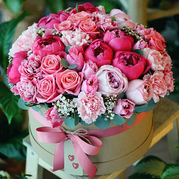 https://laroflowers.ru/files/products/flowers_in_boxes_9.600x600.jpg?7165731fc60c908e5244579794156630